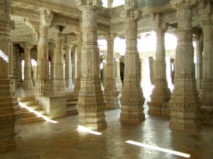 Ranakpur-Jain-Marble-Temple-pillars-Frescoes-Apr-2004-02